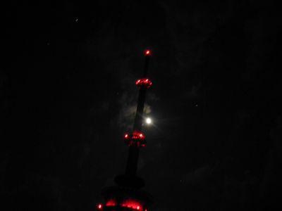 (unser) Funkturm bei Nacht